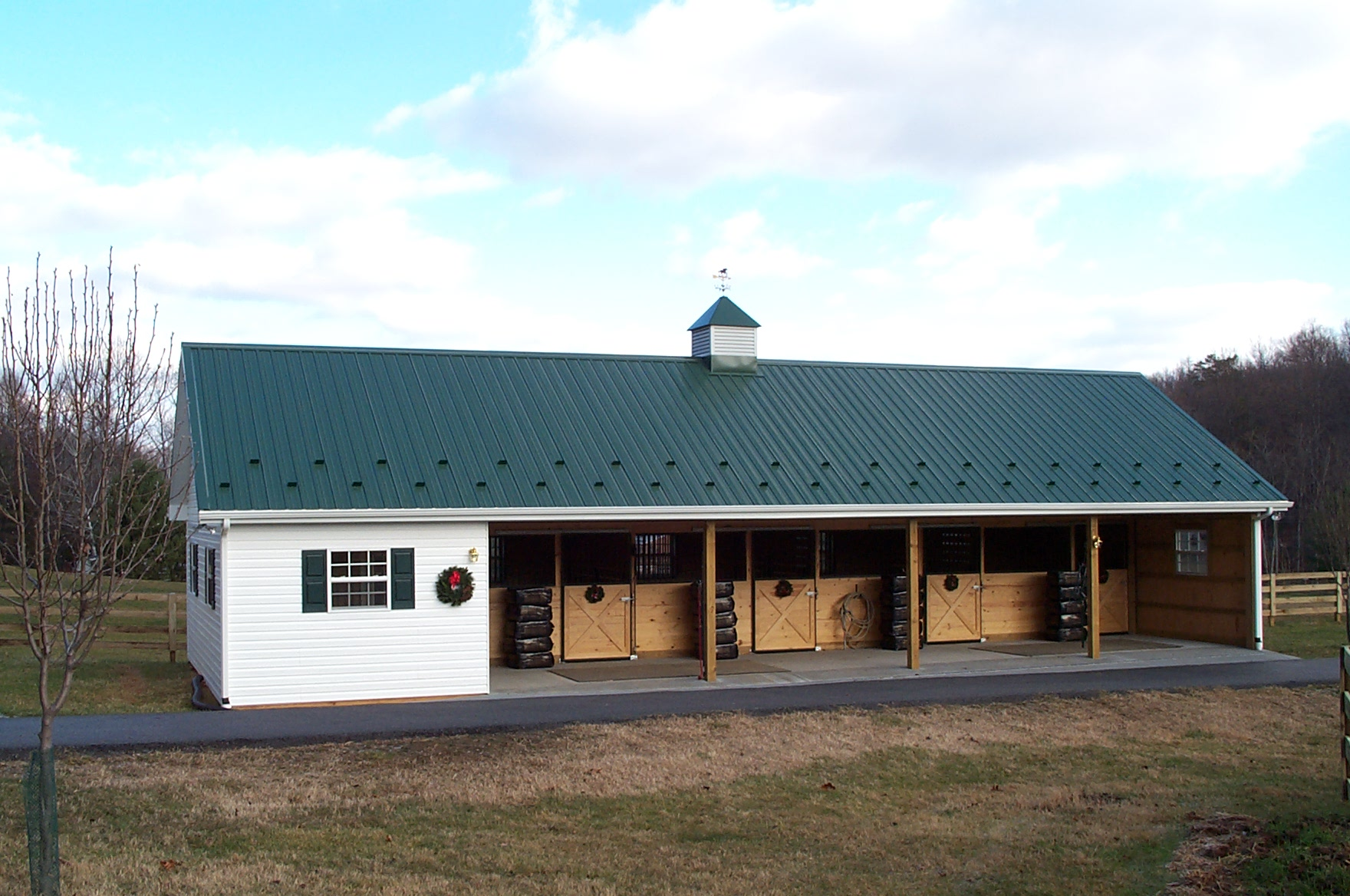 Baucom barn for Small horse barn plans